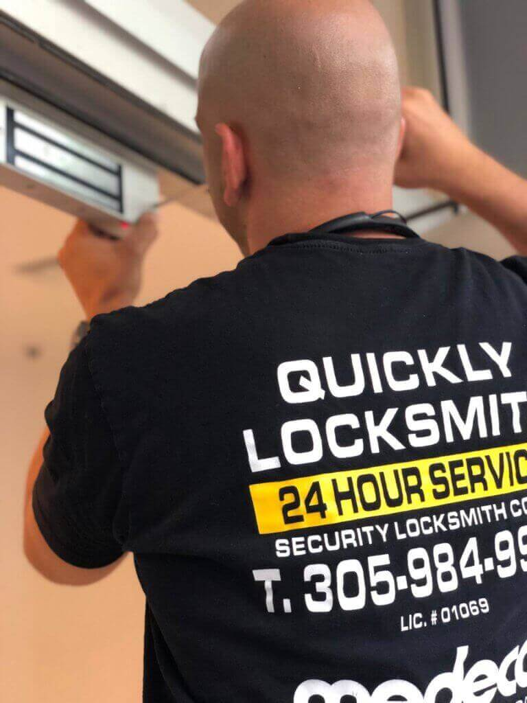 Quickly Locksmith Miami at Work