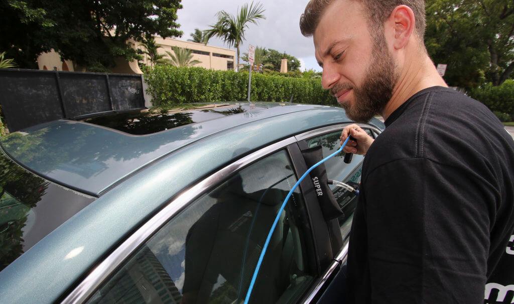 Unlocking locked car in Miami FL using locksmiths Technics for opening the car safely